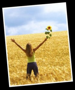 grateful_girl_with_sunflower_in_love_en_amour